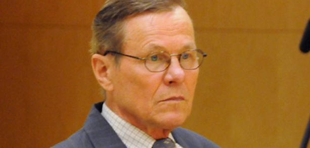 Joroisten entistä ylilääkäriä Pekka Lanttoa syytetään muun muassa törkeästä kuolemantuottamuksesta.