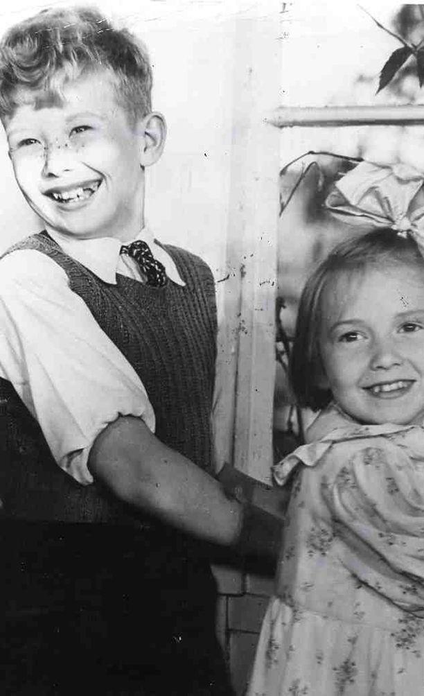 Suomisen perheen Lasse Pöysti ja Maire Suvanto.