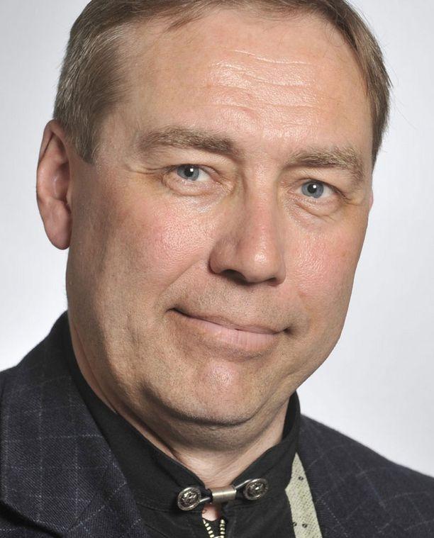 Kansanedustaja James Hirvisaari erotettiin määräajaksi.
