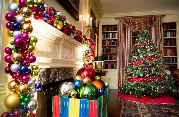 Joulu näkyy Valkoisessa talossakin runsaana.