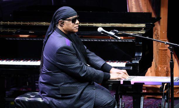 Stevie Wonder saa uuden munuaisen.