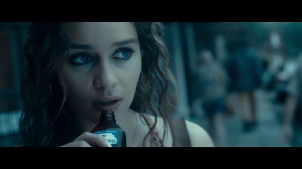 Emilia Clarke näyttelee FBI-agentin viettelevää naista uutuuselokuvassa.