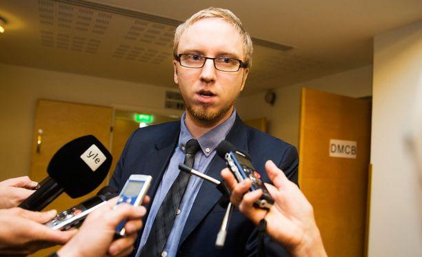 Uusi vaihtoehto-eduskuntaryhmän puheenjohtaja Simon Elo.
