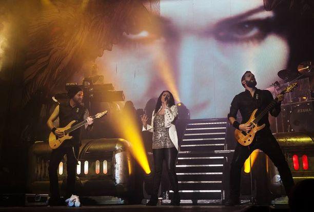 Sinfonista metallia soittava hollantilaisyhtye konsertoi 17 maassa seuraavan kahden kuukauden aikana.