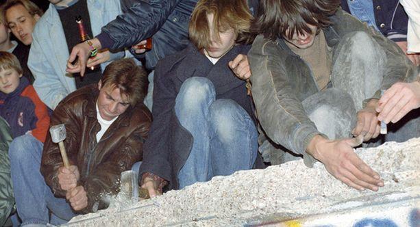 LOPUN ALKUA. Berliinin muurin murtuminen edelsi koko Itäblokin ja Neuvostoliitoon hajomista.