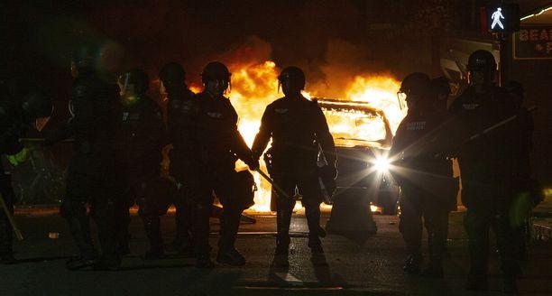 Bostonin poliisit valmistautuvat jälleen ylitöihin.