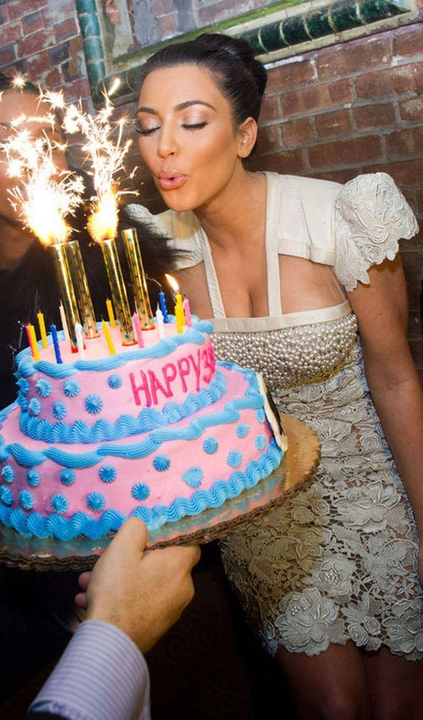 Tällaisen kakun Kim sai New Yorkin Tao-yökerhossa...