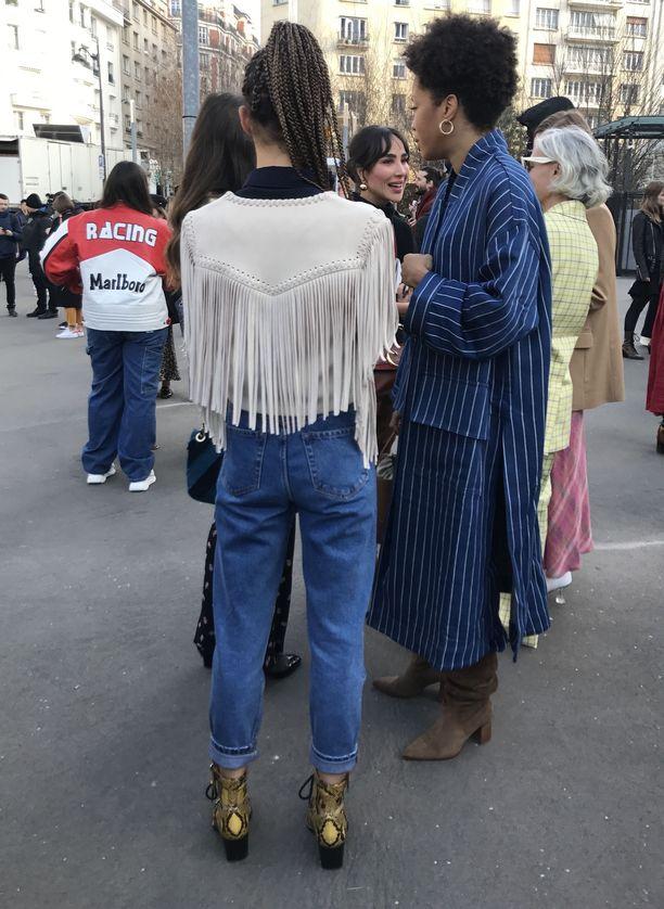 Kaduilla näkee myös toista cowboy-klassikkoa: hapsutettuja nahkatakkeja.