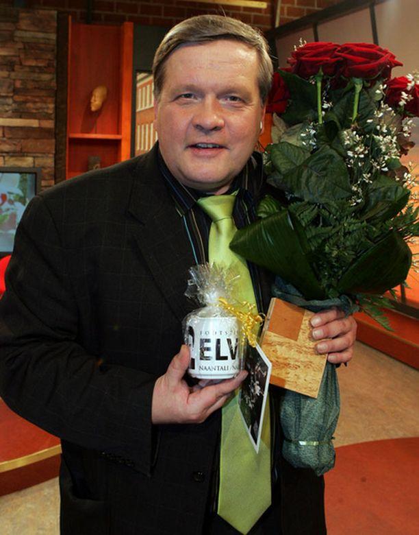 KUNINGAS. Innokkaana laulumiehenä tunnettu Lauri Karhuvaara fanittaa Elvistä. – Pikkujätkästä saakka Elvis on ollut kovin juttu.