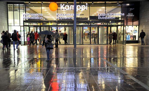 Helsingin poliisin mukaan Helsingissä ryöstelevistä nuorisoporukoista voidaan puhua ongelmana.
