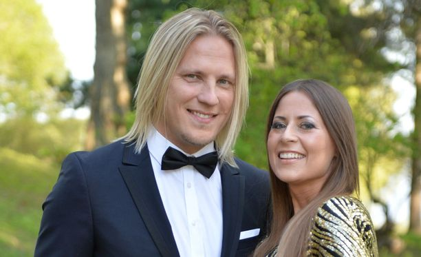 Sami Kuronen ja hänen naisystävänsä Mirkka Torikka edustavat Hämeenlinnan Vanajanlinnassa.