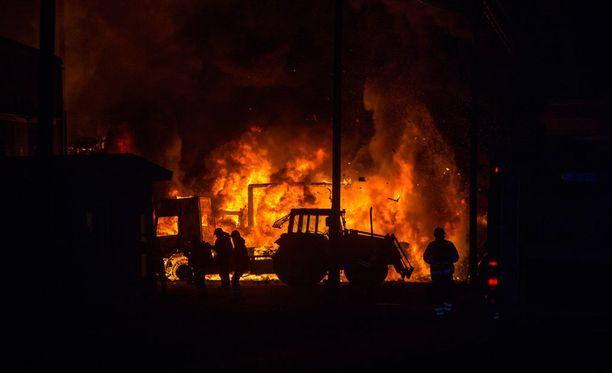 Tulipalossa tuhoutui kotkalaisen logistiikka-alan yrityksen varastohalli.