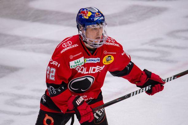 Roni Hirvonen pukeutuu ensi kaudellakin punaiseen, hyökkääjä on tehnyt sopimuksen HIFK:n kanssa.