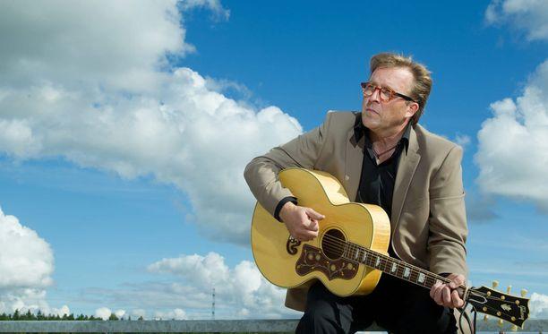Joel Hallikainen valmistautuu nostalgiakiertueelle.