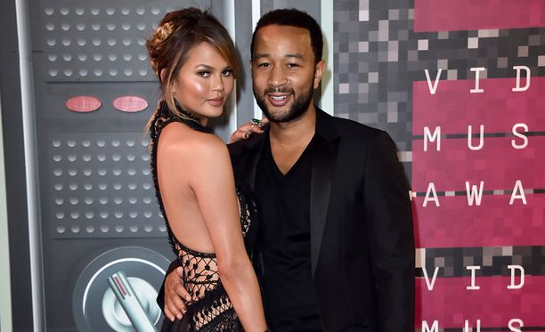 Chrissy Teigen ja John Legend MTV Video Music Awards -gaalassa Los Angelesissa elokuun lopussa.