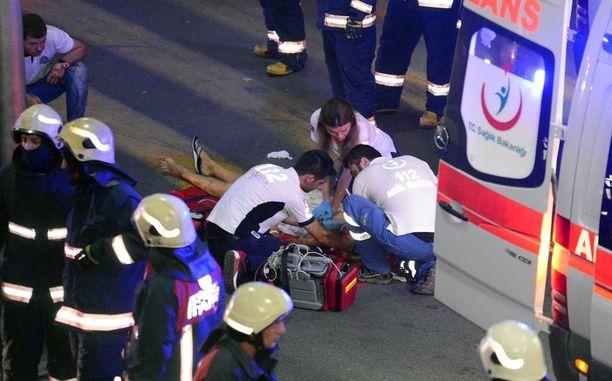 Turkin tiistai-illan terroristi-iskussa kuoli yli 40 ihmistä ja lukuisia loukkaantui.