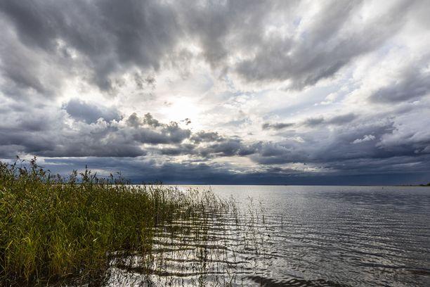 Tänään on vielä ihan kelpoinen päivä ulkoiluun. Pilvet väistyvät iltaan mennessä koko maassa.