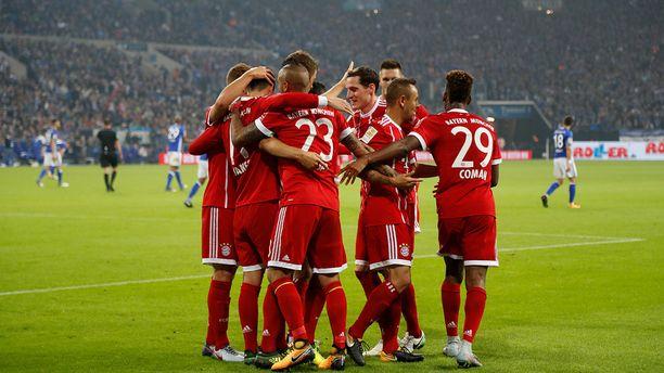 Bayern München juhli Schalken kotikentällä.