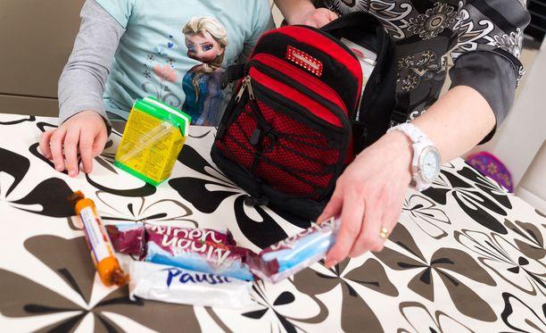 Hyväntekijä toivoo, että vähävaraisten koululaisten perheiden auttamisesta ennen koulun alkua muodostuisi jokavuotinen perinne.
