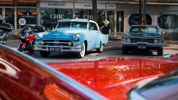 Chrysler-yhtymän tuotteita 50- ja 70-luvulta.