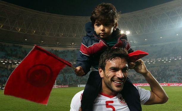 Tunisian Oussama Haddadi otti myös poikansa mukaan juhlimaan MM-kisapaikkaa.