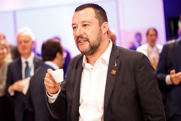 Sisäministeri Matteo Salvinia verrataan nyt Pontius Pilatekseen.