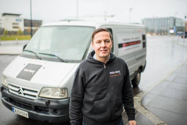 """Heikinheimolle on tärkeää, että hänen riskisijoituksillaan on """"elämänlaatua parantava ajatus"""". Hän on sijoittanut muun muassa autojen vertaisvuokrauspalveluun RidenRentiin."""