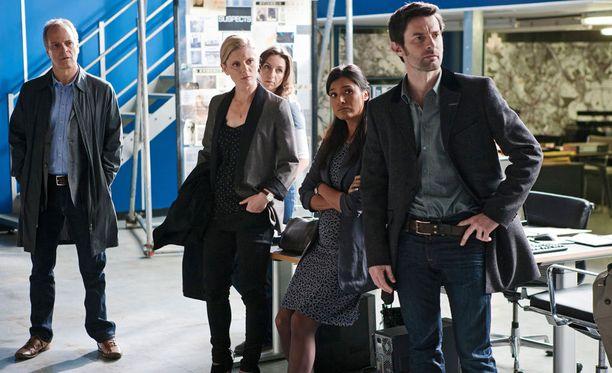 Leo Daltonia esittää William Gaminara, Nikki Alexanderia Emilia Fox, Ginny Graytä Kirsty Bushell, Connie Jamesia Shelley Conn ja Harry Cunninghamia Tom Ward.
