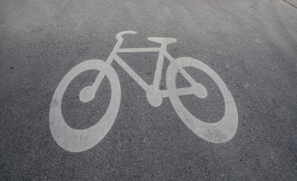 Pyöräilijät törmäsivät alikulkutunnelissa.