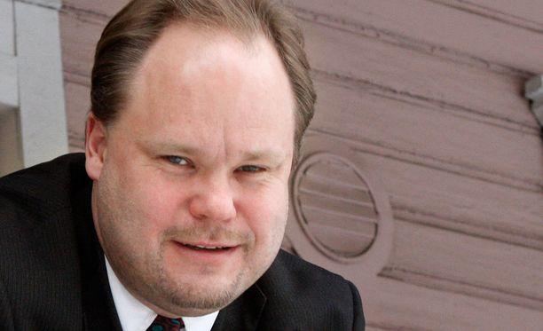 Kemin kaupunginjohtaja Tero Nissinen iloitsee jalostamohankkeesta.