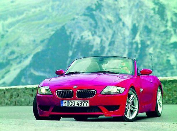 Esillä on lukuisia uutuuksia kuten BMW Z4 Roadster.