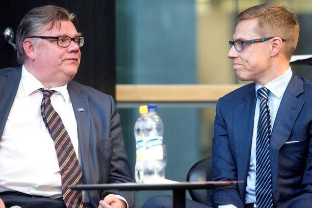"""Ulkoministeri Timo Soinin (ps) kuuluisan letkautuksen mukaan """"missä EU, siellä ongelma"""". Valtiovarainministeri Alexander Stubb (kok) on puolestaan tunnustautunut EU-nörtiksi."""