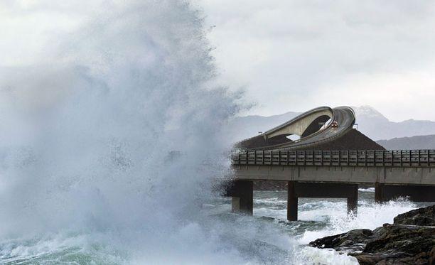 Norjassa Berit-myrsky sai meren raivoamaan.