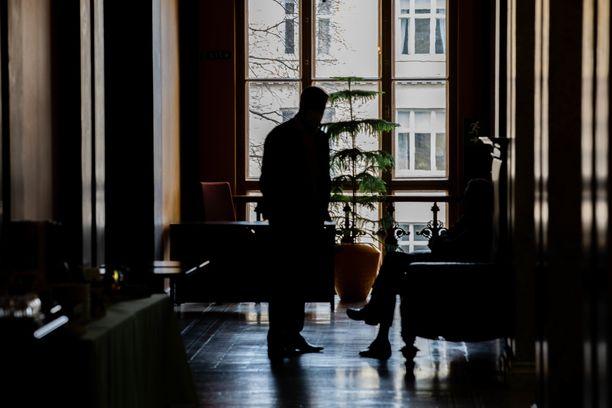 Kehysriihtä väännettiin yhdeksän päivää. Kuvassa neuvottelijoita Säätytalolla perjantaina 23. huhtikuuta.