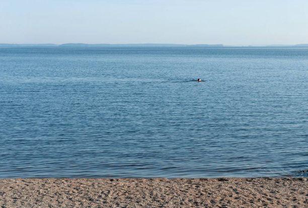 Pelastuslaitos muistuttaa, että uimavedet ovat vielä kylmiä. (Kuvituskuva)