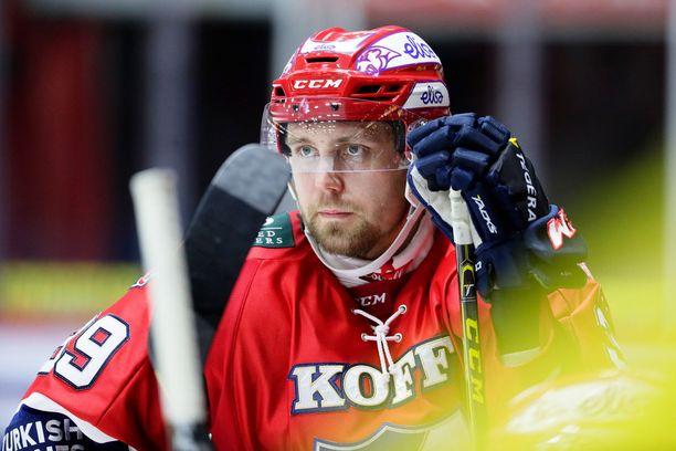 Arttu Luttinen pelasi SM-liigan runkosarjassa 749 ottelua tehoin 170+183=353.