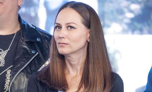 Terhi Kokkonen edusti Vain elämää -pressissä totisena.