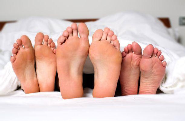 Kanadalaistutkimuksen mukaan moni nainen haaveilee ryhmäseksistä sekä muiden naisten ja miesten kanssa.