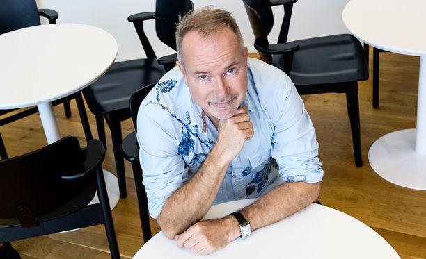 Petri Laaksonen toipuu kotona jalkaoperaatiosta.
