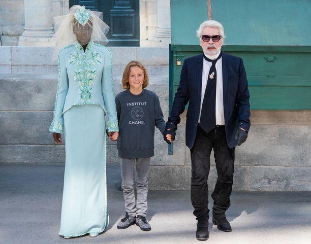 Karl Lagerfeld tunnetaan suorasukaisesta tyylistään kommentoida julkisuuden henkilöiden tyyliä ja ulkomuotoa.