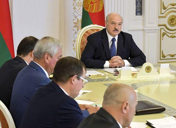 Itsevaltaisesti maataan johtava Aljaksandr Lukašenka on hallinnut Valko-Venäjää 26 vuoden ajan.