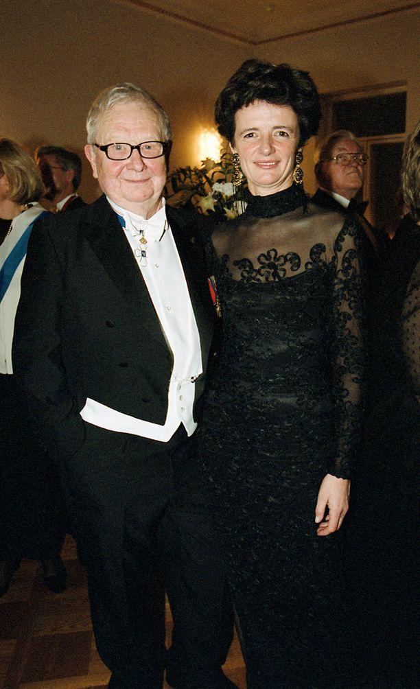 Lasse Pöysti ja Louise von Dardell itsenäisyyspäivän vastaanotolla vuonna 2001.