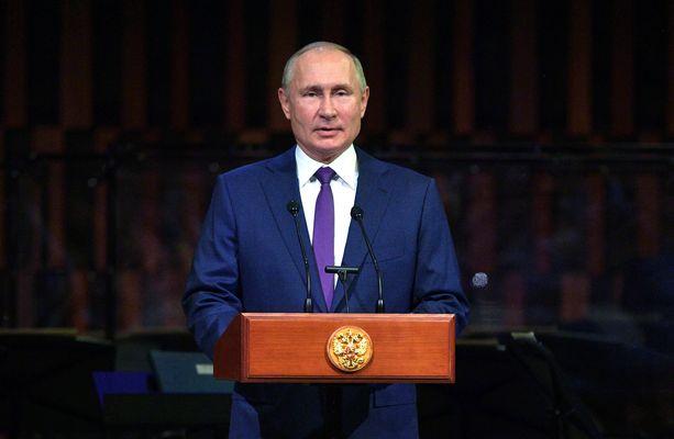 Venäjän presidentti Moskovan kaupungin vuosijuhlassa 5. syyskuuta Zaryadye-konserttisalissa.