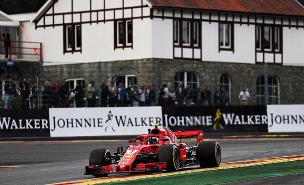 Kimi Räikkönen oli perjantain nopein kuski Belgian GP-harjoituksissa.