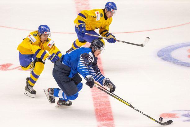 Suomi aloitti nuorten MM-kisat jatkoaikatappiolla.