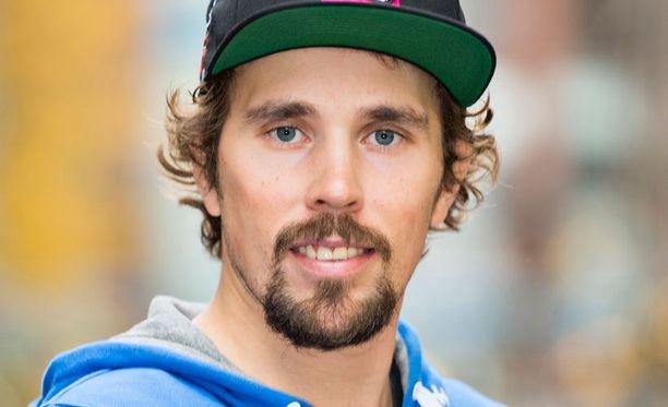 Andreas Romar palasi rinteeseen.