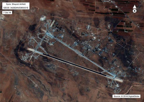 Yhdysvallat iski ohjuksilla Syyrian armeijan lentotukikohtaan.