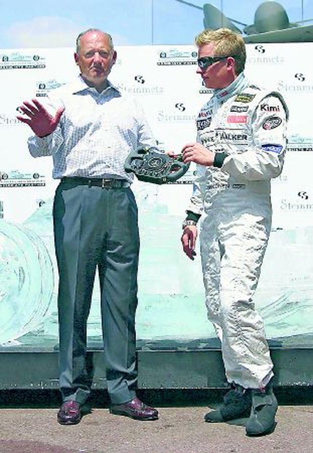 FIA näpäytti viivoittimella sormille Kimi Räikkösen tallipäällikköä Ron Dennisiä.