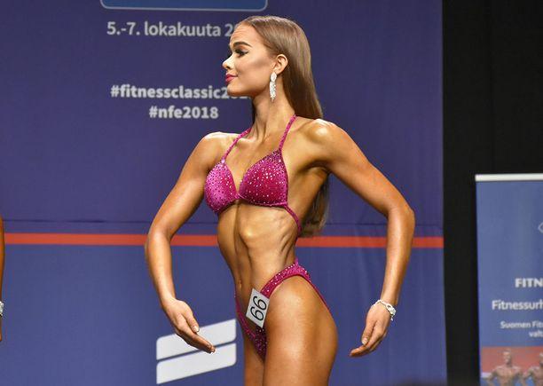 Oona Eskoli kertoo, että hän aikoo jatkaa kisaamista fitnessissä.
