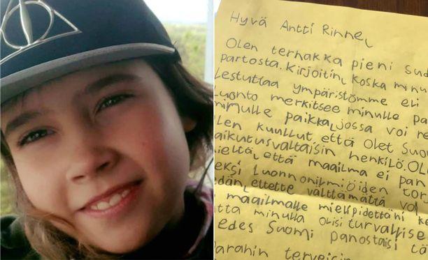 Kuvassa Anni Humalajoki ja hänen kirjoittama kirjeensä, jonka pääministeri julkaisi Facebookissa.